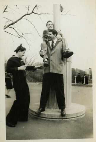 Arthur and two boys-on shoulders