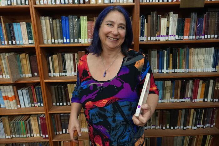 Hinde Ena Burstin in library