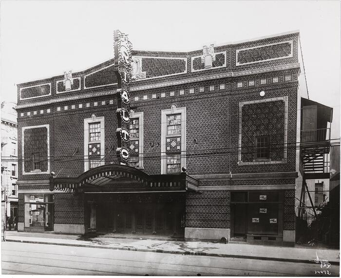 The exterior of the Rialto Theatre in Brooklyn, 1916