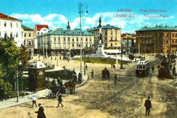 1915 postcard from Lemberg (Lwów), the city in which Dvoyre Fogel spent most of her life. Shows a city square with a large monument in the center, people bustling, horses, streetcars.